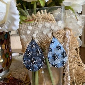 Star spangled silver blue leather earrings.